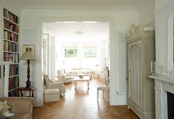 简欧风格的纯白色顶楼复式楼住宅装修设计图片